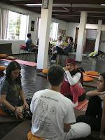 Grupo 1, discutindo sobre A Virtude,  nos ensinamentos de Ajahn Chah