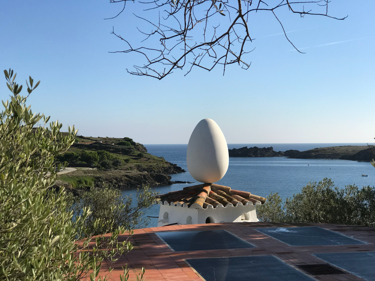 an egg and the sea