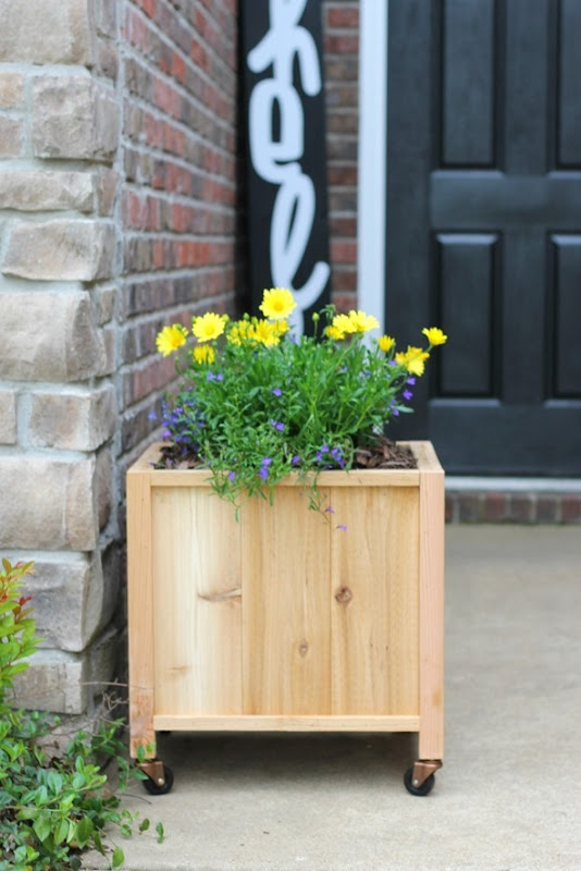 life-storage-cedar-planter-box-4