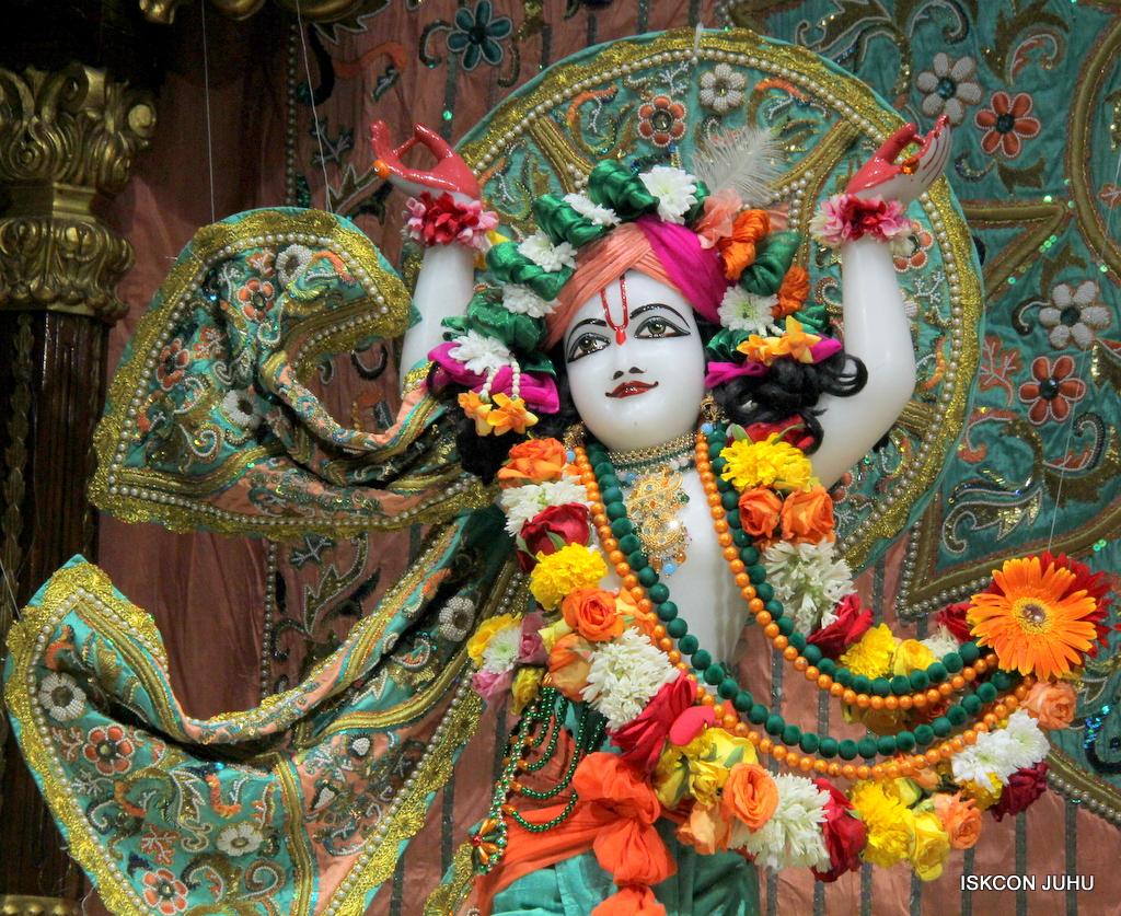 ISKCON Juhu Sringar Deity Darshan on 21st Oct 2016 (43)