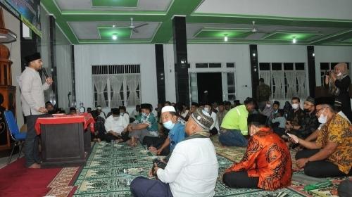 Safari Ramadan di Masjid Jami' Aia Botuang, Wagub Audy Sebut Pasbar Daerah Produksi Pangan