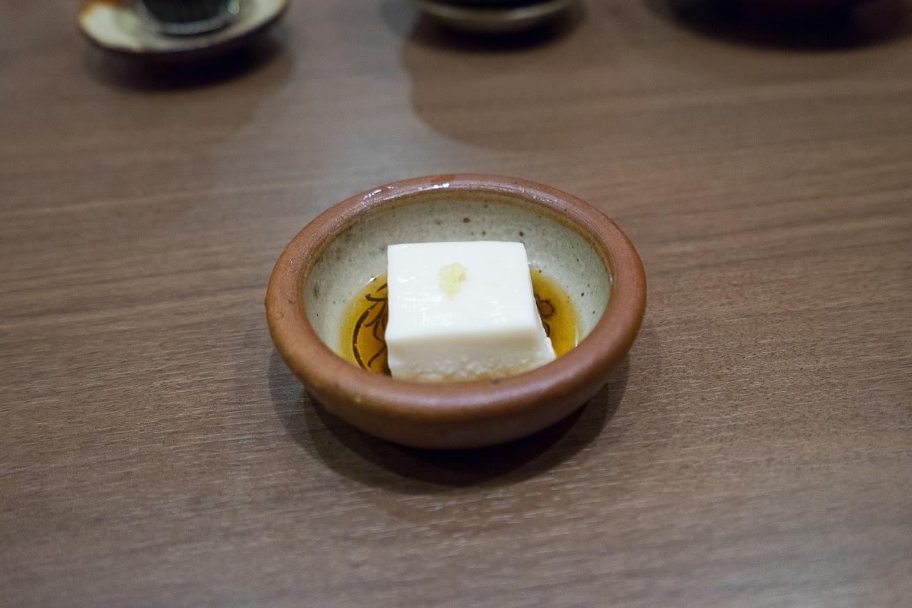 ジーマーミー豆腐(落花生とデンプンを練り合わせたもの)