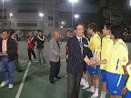 本会黄錫林主席及梁樹琦副主席與球員行握手礼