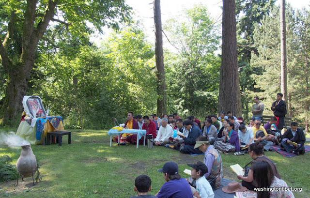 H.H. the 14th Dalai Lamas 77th Birthday Celebration at Carkeek Park - 10-ccP7070107%2BHHDL%2BPicnic72.jpg