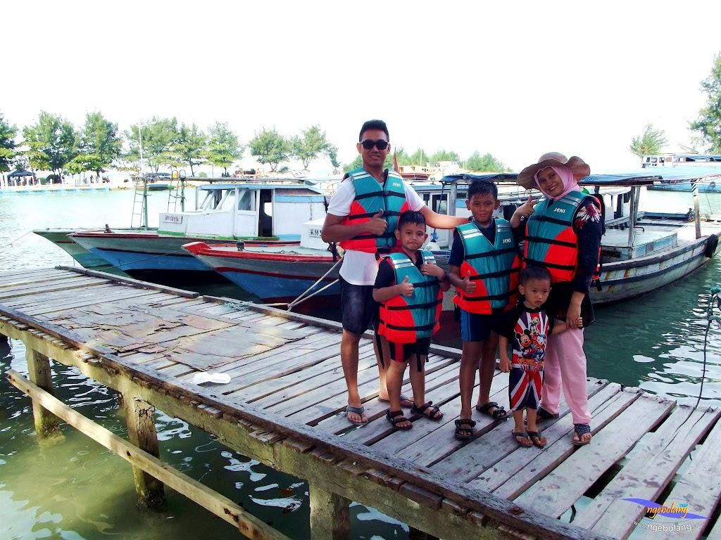 family trip pulau pari 090716 Fuji 099