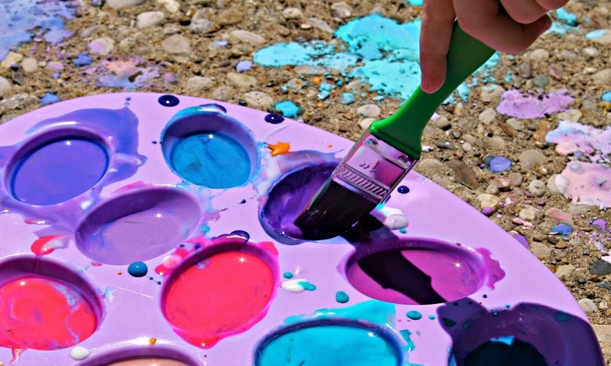 Outdoor fun for the family and kiddos with DIY sidewalk paint #PurellWipes