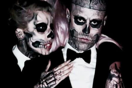 lady gaga com maquiagem de esqueleto e zombie boy
