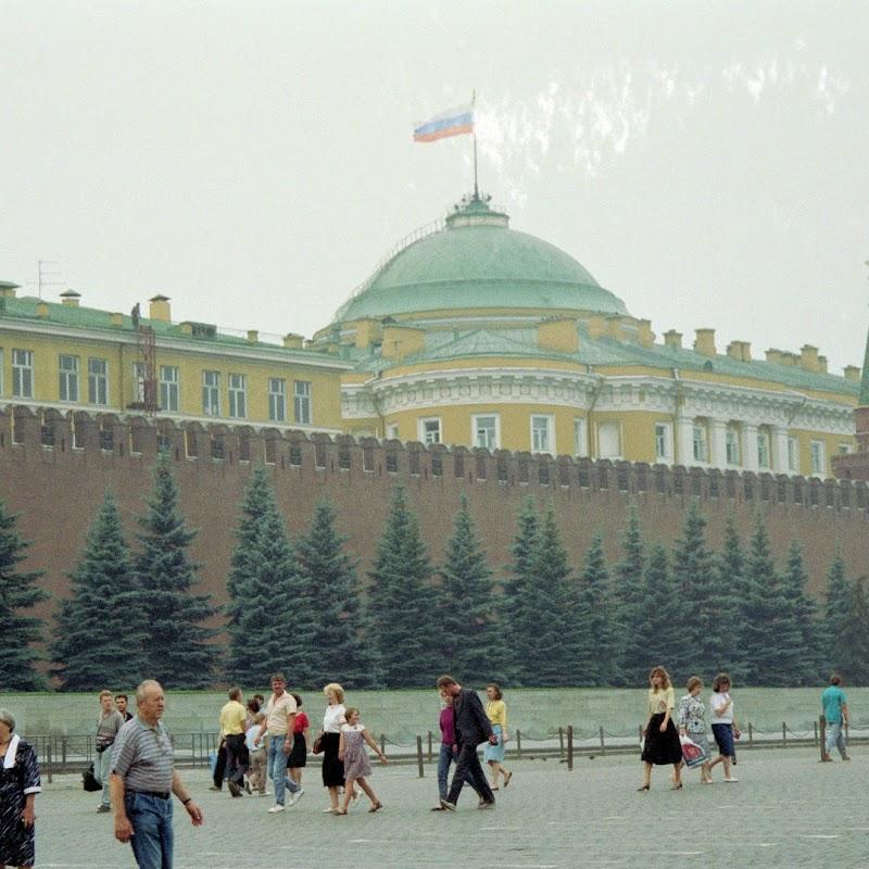 Moscow_21 Kremlin Wall.jpg
