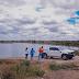 Técnicos coletam amostras de água para investigar morte de peixes no açude Cabeça da Vaca, em Serrinha