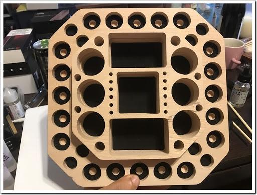IMG 5318 thumb - 【VAPEの整理に】Vpdam Wooden Base A簡易レビュー?アトマイザーとMOD、ドリップチップも置けるVAPER専用スタンド!見た目の洒落た感じも相まって、あと5枚は欲しい!【これ1枚♪】