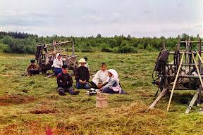 Крестьяне, собирающие сено в 1909 году