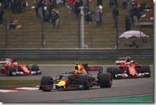 Max Verstappen precede le due Ferrari