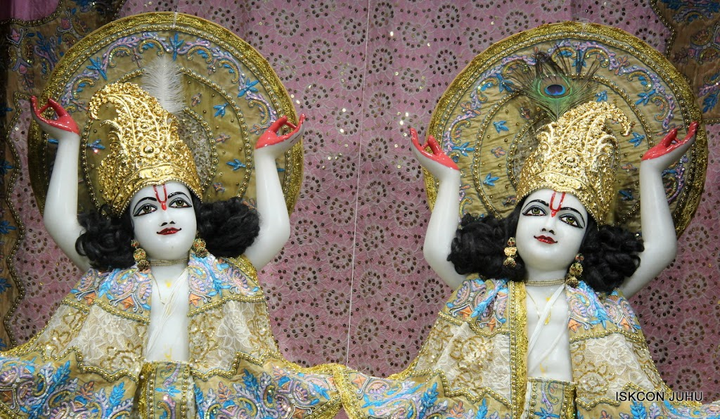 ISKCON Juhu Mangal Deity Darshan on 29th May 2016 (31)