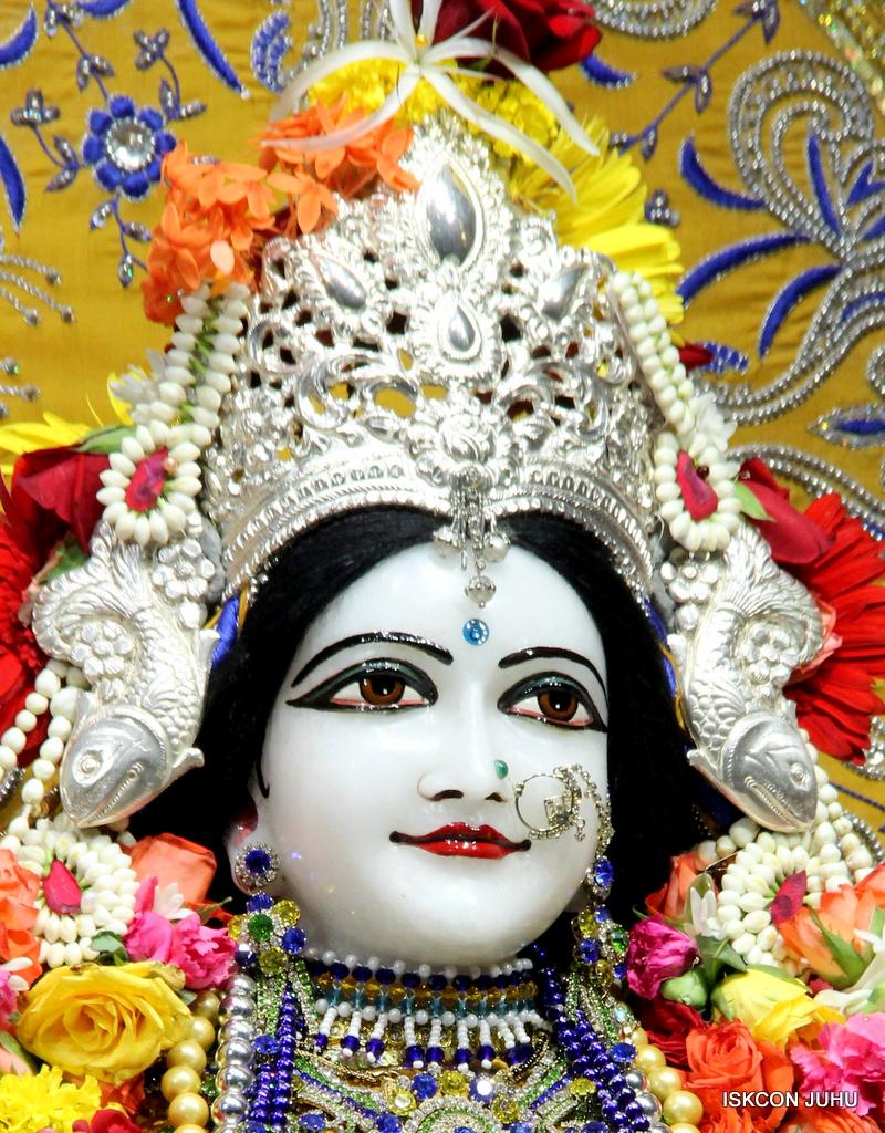 ISKCON Juhu Sringar Deity Darshan on 7th Sep 2016 (96)