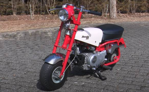 This is the 1960's Honda Monkey that is in the Honda Collection Hall, Japan. with the most perfect condition that it has it all With a 49cc engine at the time, Honda coded it as the Z100, with 5 inch wheels, and was designed to be ridden by children. Until the arrival of the Z100, it became popular, causing Honda to actually make the bike for sale. So I used the bike code CZ100, later used the code Z50M.  In 1968, Honda sent the Monkey in the code Z50A for sale in Europe. Using 8-inch wheels until today became Monkey125 to this day.
