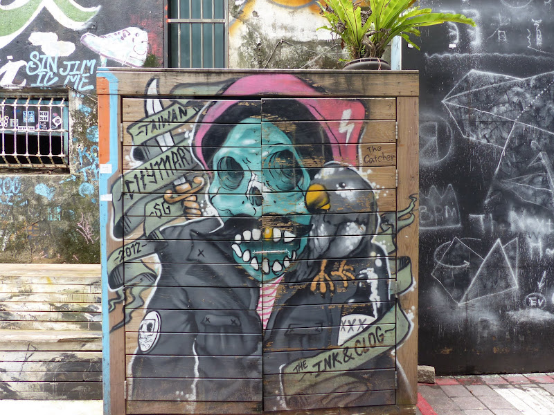 Taipei. Street art à Ximen et Youth park - P1250142.JPG