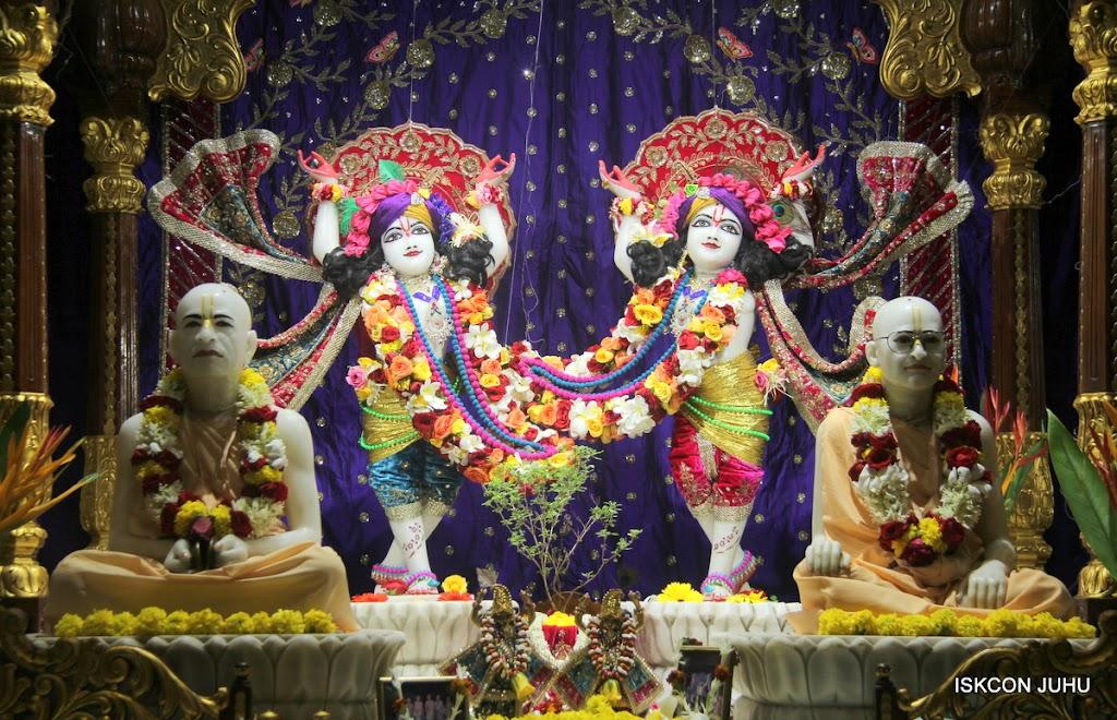 ISKCON Juhu Sringar Deity Darshan on 10th July 2016 (37)