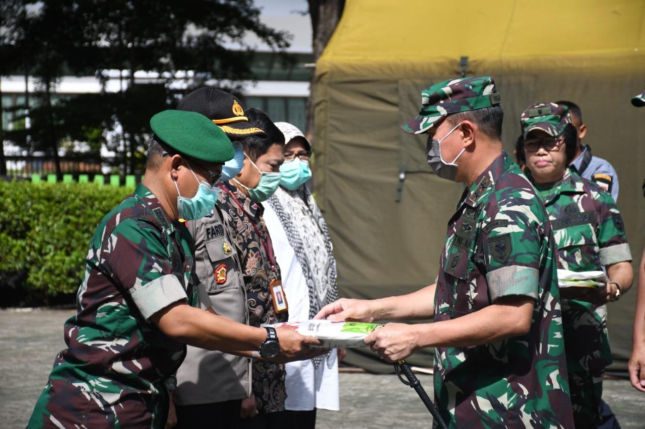 Pangdam XIV Hasanuddin Serahkan APD ke Sejumlah RS Rujukan Covid-19