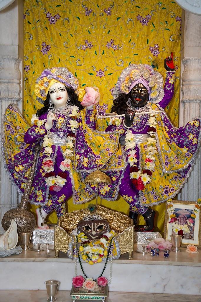 ISKCON New Govardhana Deity Darshan 22 Dec 2016 (36)