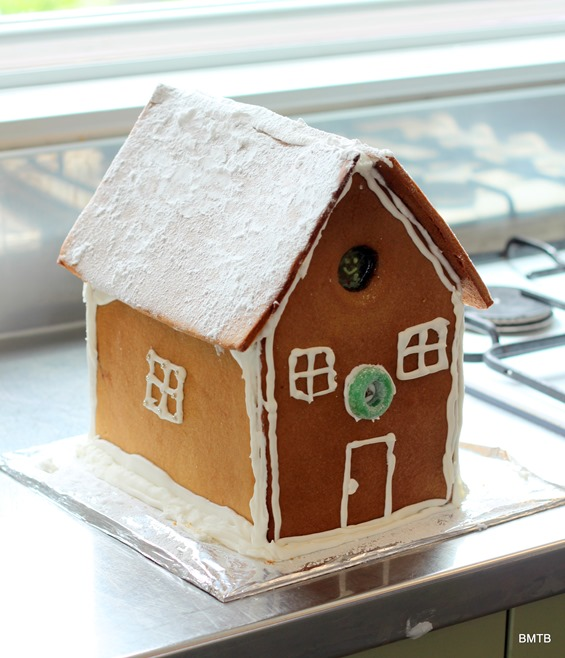 Gingerbread Houses by Baking Makes Things Better (17)