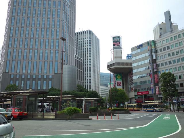 横浜駅西口のベイシェラトンとヨドバシカメラの間に見える横浜天理ビル