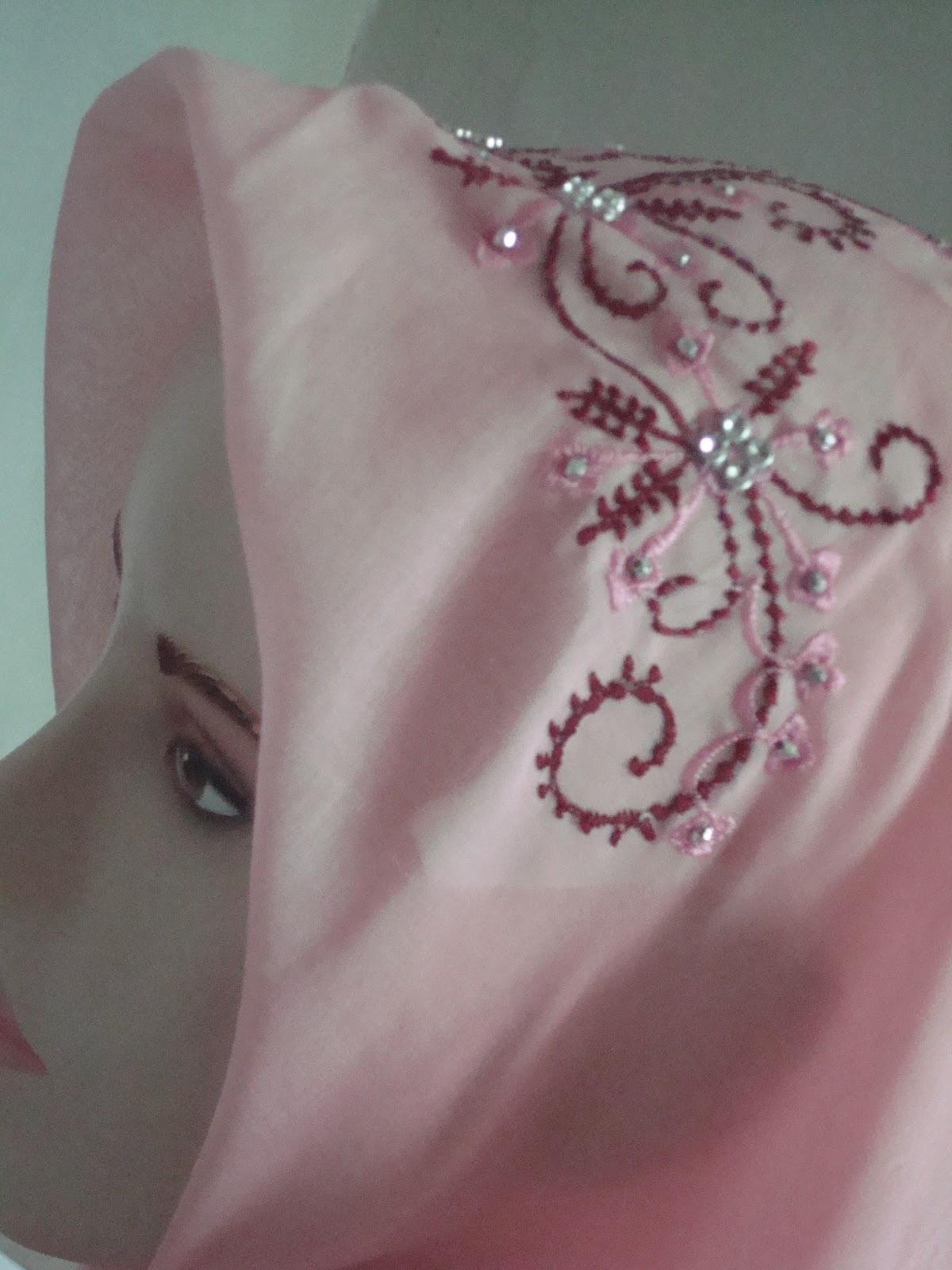 Jilbab Permata: Jilbab Bordir Variasi Payet