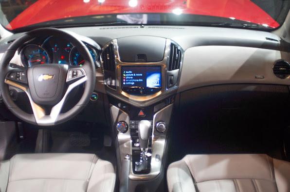Chevrolet Cruze 2015 co gia tu 572 trieu dong tai Viet Nam  anh 2