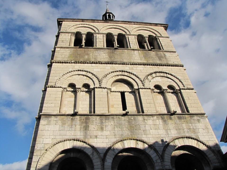 Ebreuil - Eglise Saint-Léger