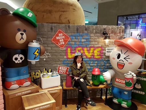 Swag with Brown, Moon and Edward at Taipei Line Friends Store
