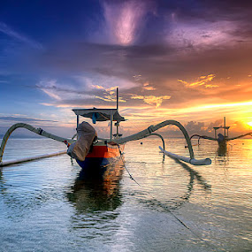 sunrise by Tut Bolank - Landscapes Waterscapes ( bali, sanur beach, transportasi, sunset, tran, sunrise, boat, kuta beach )