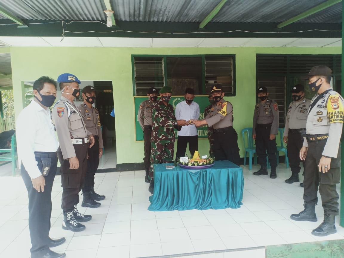 Hut TNI ke 75, Personil Polsek Marioriwawo Kunjungi Koramil 05, Danramil : Kami Tersanjung