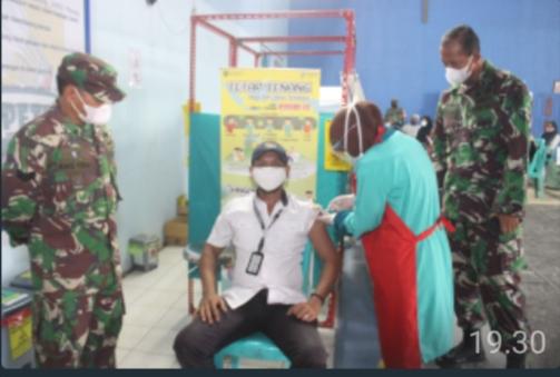 Dandim 0913 PPU Beserta Para Babinsa Pantau Langsung Pelaksanaan Vaksinasi  Purnawirawan, Warakawuri, Lansia dan KBT