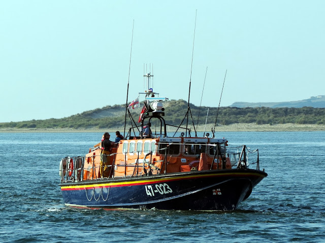 The ALB heads back towards the harbour entrance from Shell Bay - 8 August 2013.   Photo: Kevin Mitchell, Maritime Images