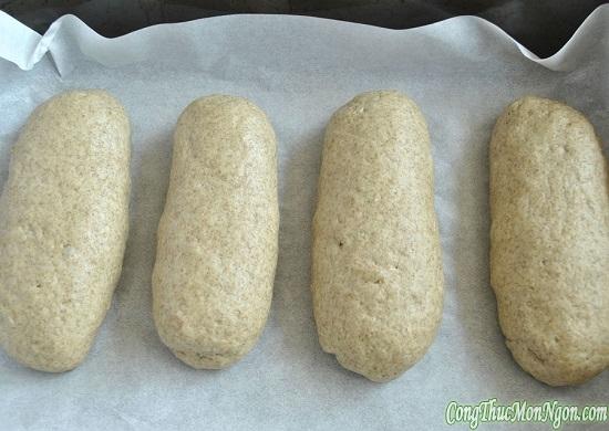 đặt bánh vào khay nướng