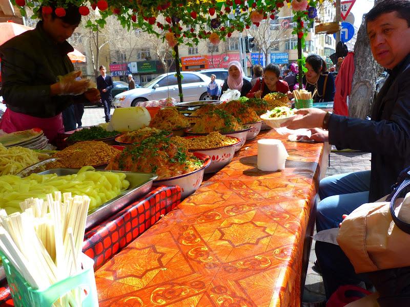 XINJIANG. Urumqi, Grand Bazar, 8 avril - P1270317.JPG