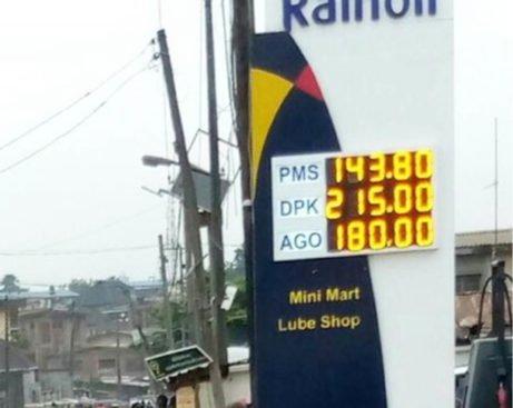 Nigerians Kick As FG Hikes Fuel Price To N143.8/Litre