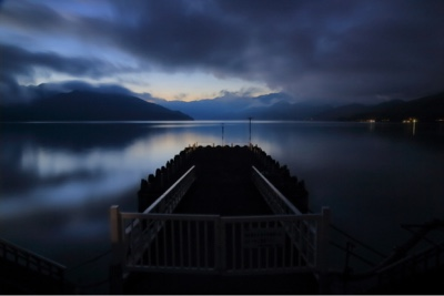 日没後の秋の中禅寺湖