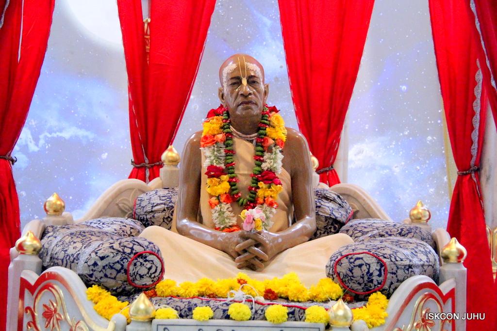 ISKCON Juhu Sringar Deity Darshan on 21st Oct 2016 (52)