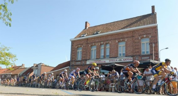 De renners reden onder meer via Kachtem.