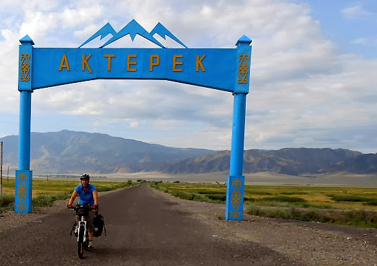 Gate to Akterek, Kasachstan