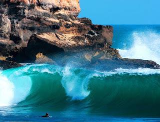 watu karung ombak surfing