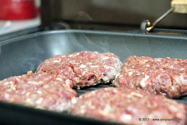 Razvan Anton - hamburgeri pe grill