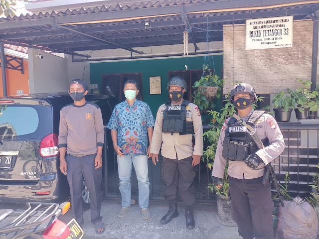 Patroli Brimob Kaltim Sambang Ke Rumah Ketua Rt Sampaikan Pesan Kamtibmas
