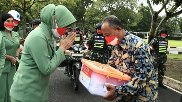 Meriahkan HUT RI Ke-76, Pangdam I/BB Salurkan 10.000 Paket Sembako Kepada Masyarakat