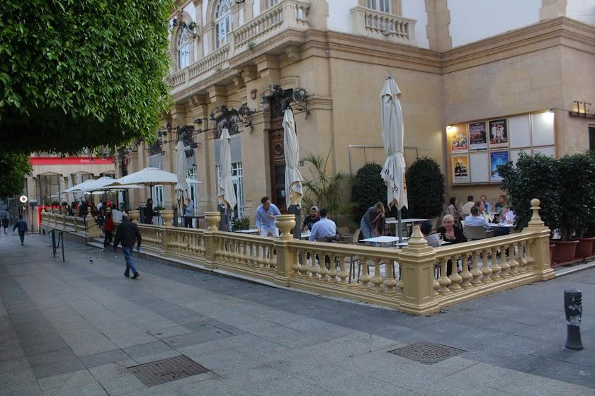 Primera noche de pub y bares en Almería