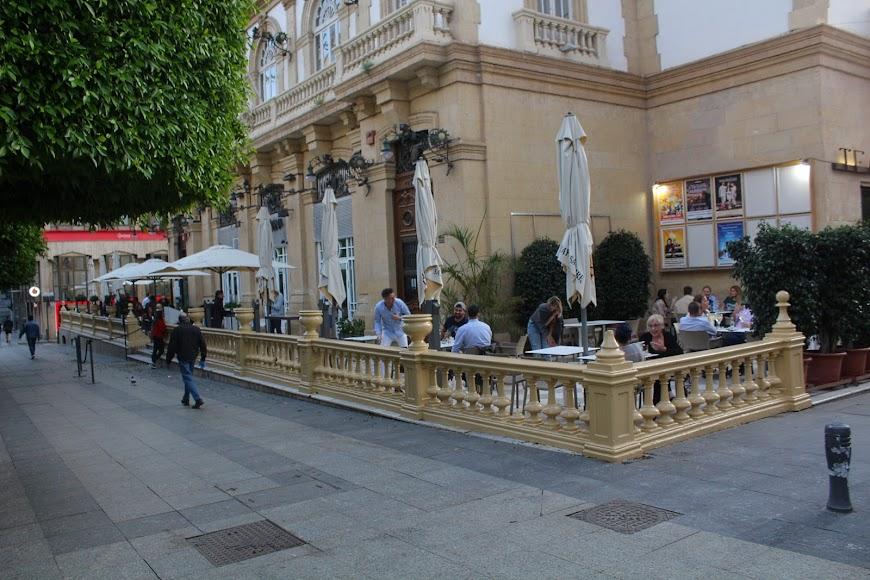 Los almerienses toma la Terraza de Burana, en el Paseo de Almería.