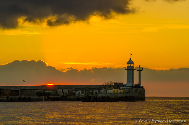 Ялтинский маяк, рассвет