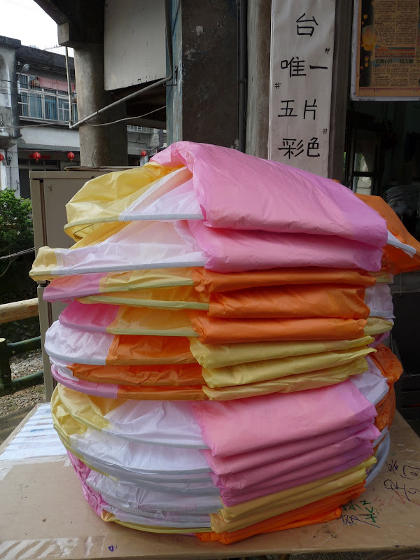 TAIWAN .SHIH FEN, 1 disons 1.30 h de Taipei en train - P1150983.JPG