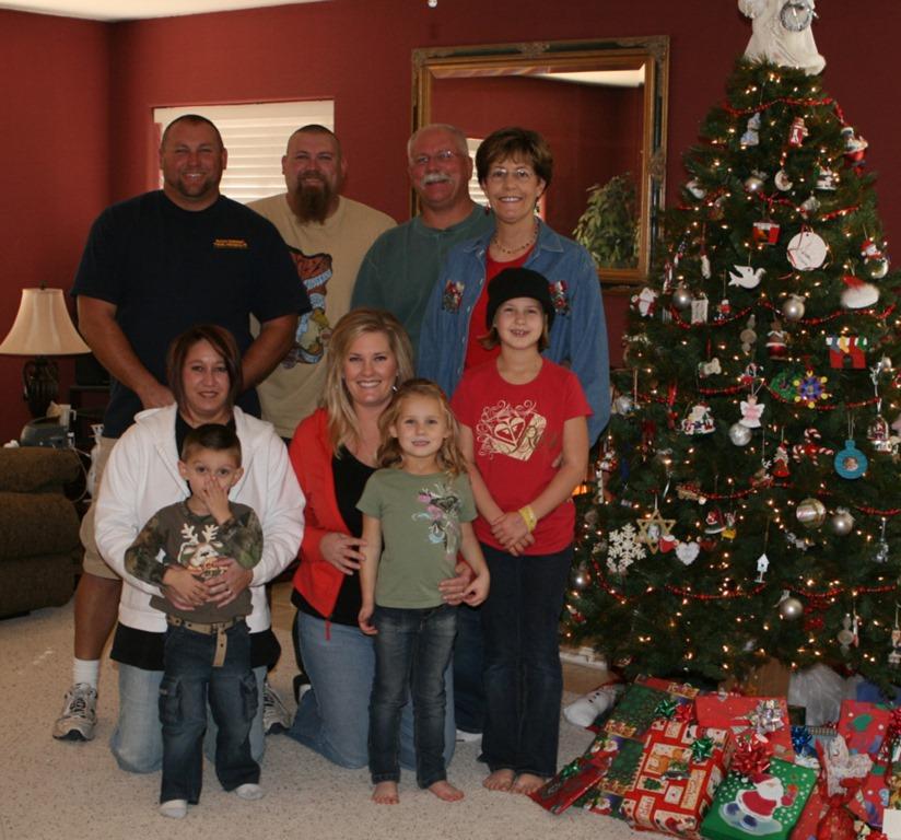 [Christmas+pics+for+2018+-+Hall+family+2008%5B4%5D]