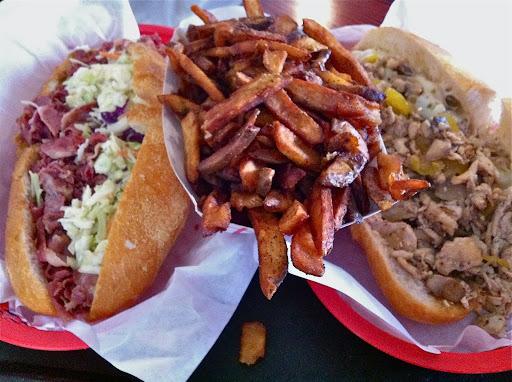 Tat's tatstrami, fries, cheesesteak NL